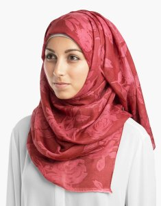 Rasberry Rose hijab från Silk Route