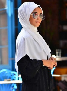 Zahra Offwhite Crepe Hijab Mirach 110025a